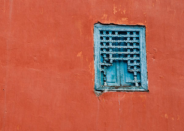 Window In Marrakesh Print by Daniel Kocian