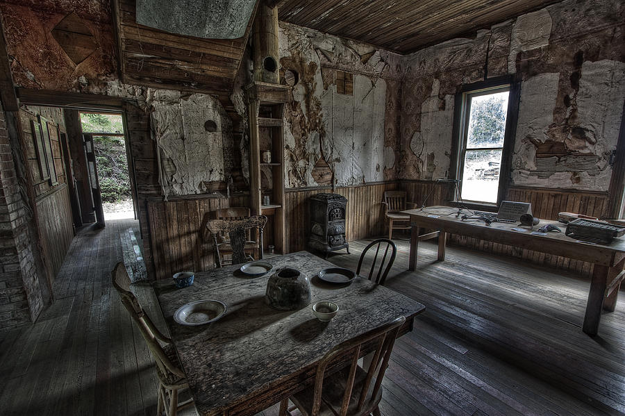 Wells hotel dining room garnet ghost town montana for Haunted dining room ideas