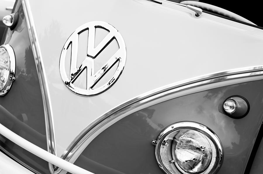 1960 Volkswagen Vw 23 Window Microbus Emblem Photograph