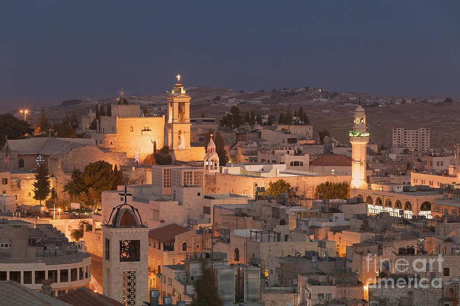 Bon Mercredi 1-panoramic-skyline-at-night-of-bethlehem-stefano-baldini
