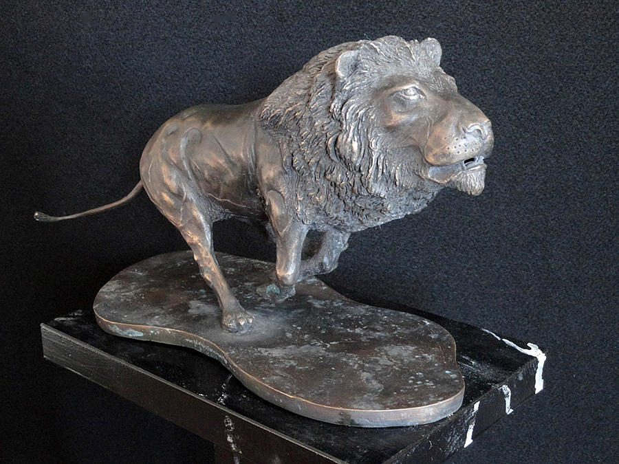 Leone Sculpture