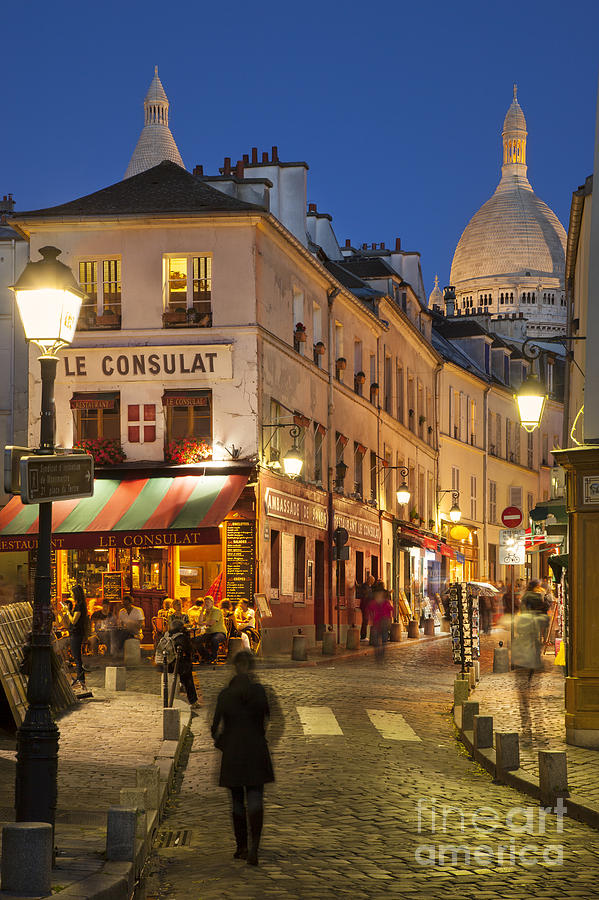 Montmartre Twilight Photograph
