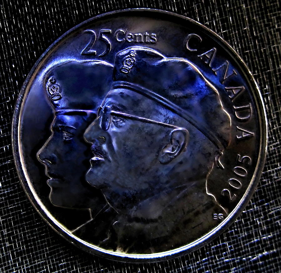 Artiste Danielle Parent Photograph - 2005 The Year Of The Veteran 25 Cent Coin by Danielle  Parent