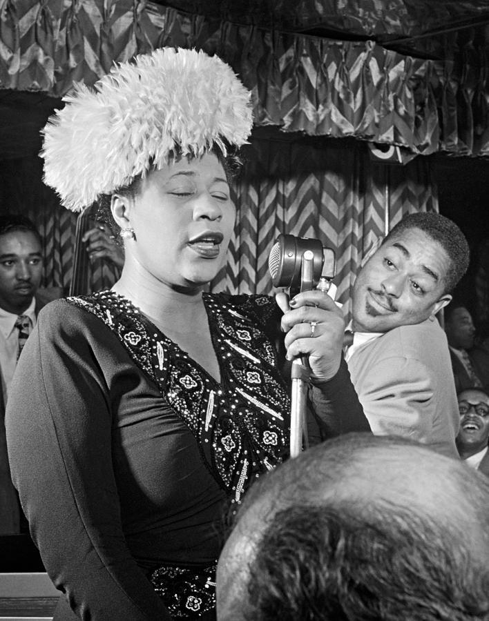1947 Photograph - Ella Fitzgerald (1917-1996) by Granger