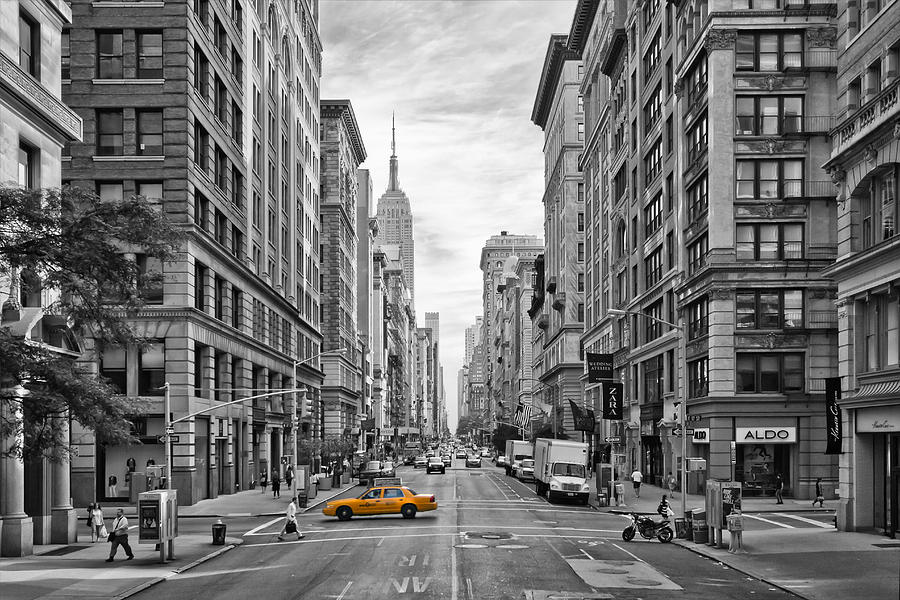 5th Avenue Yellow Cab - Nyc Photograph
