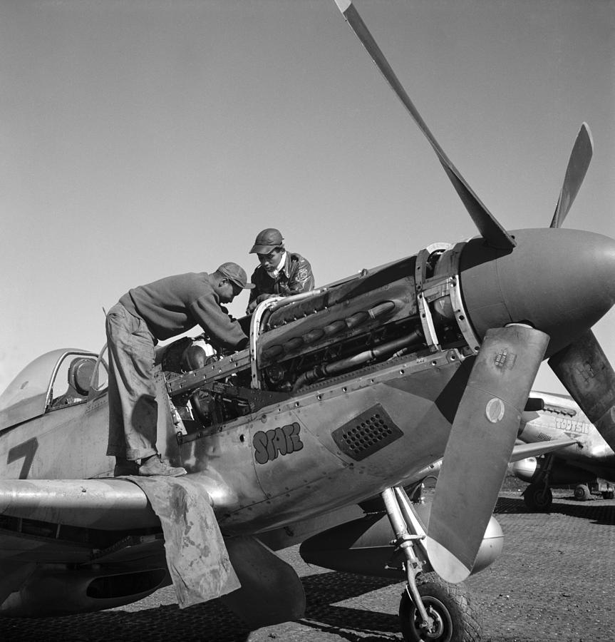 1945 Photograph - Tuskegee Airmen, 1945 by Granger