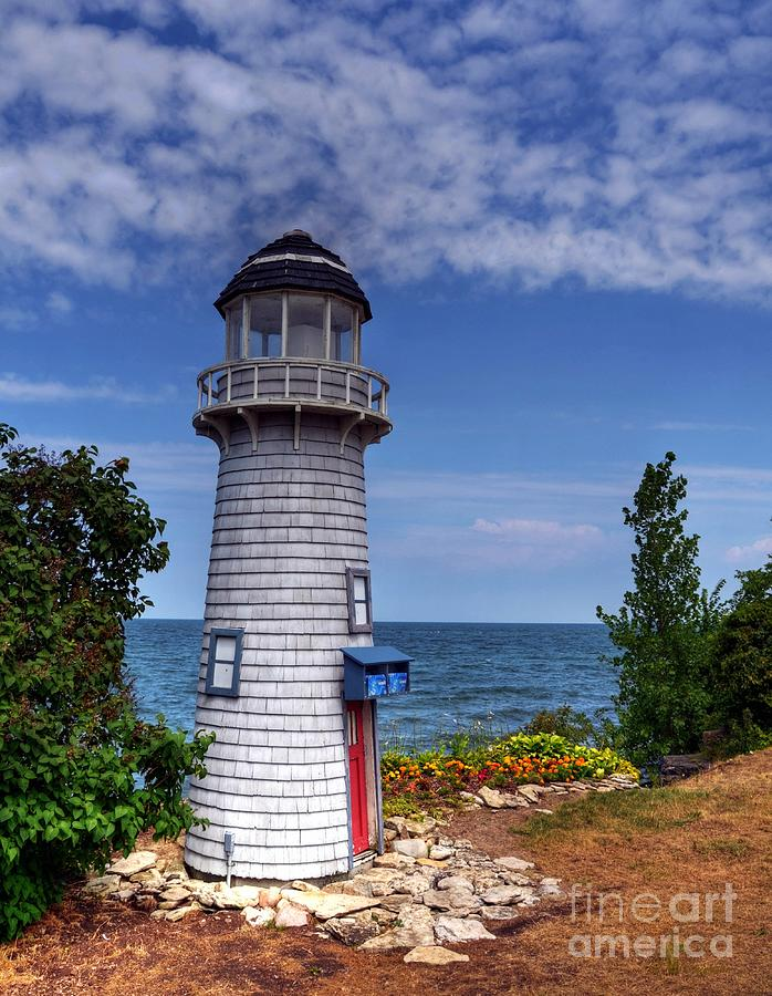 Lighthouses Photograph - A Little Lighthouse by Mel Steinhauer