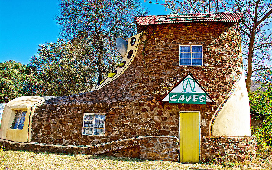 A shoe house along mpumalanga panorama route in ne south for Home styles com