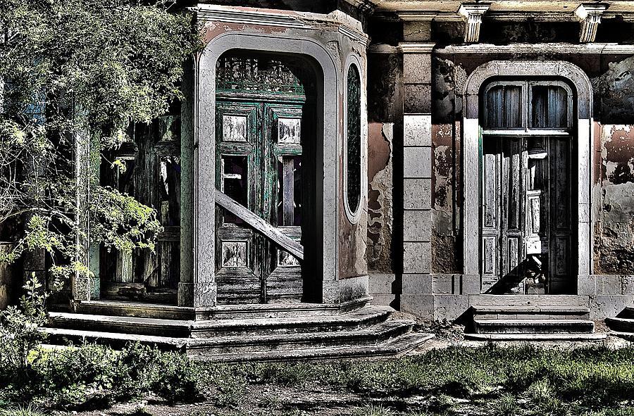 Abandoned House Photograph