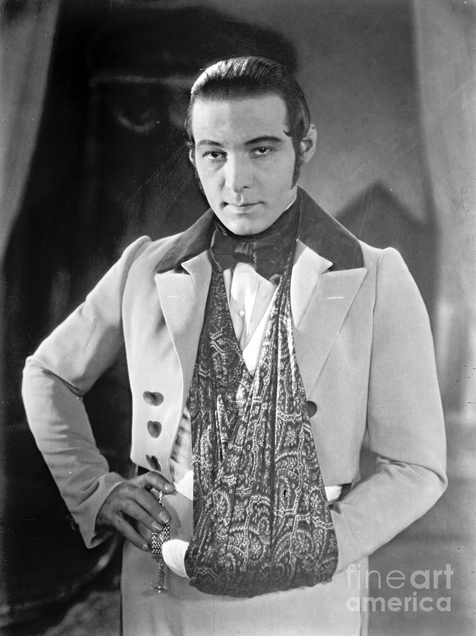 Actor Rudolph Valentino 1925 Photograph