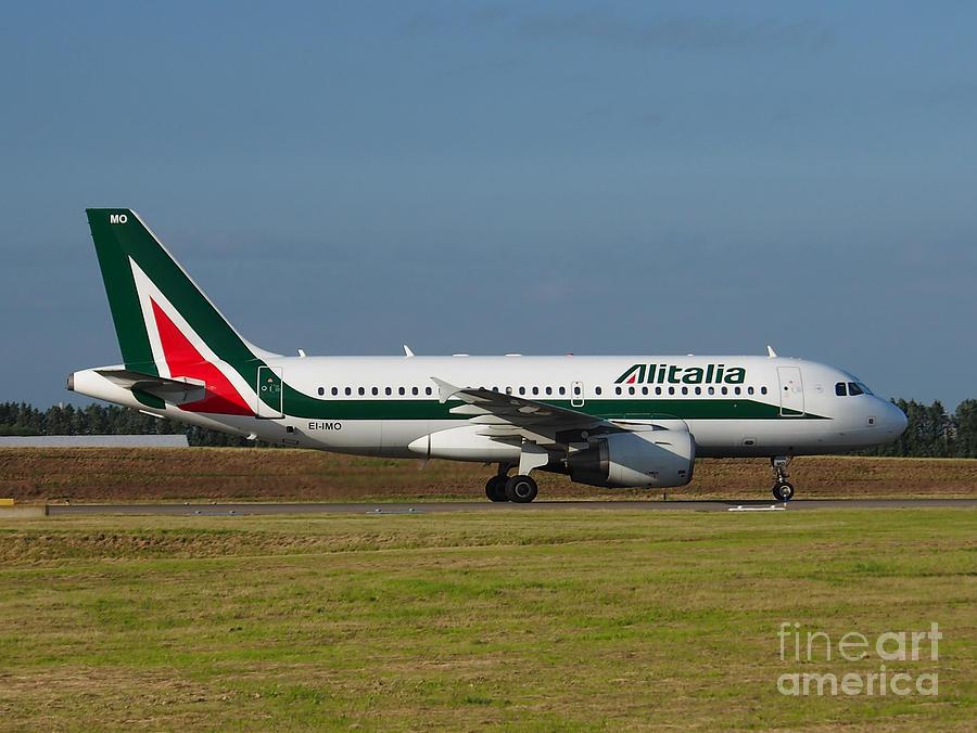 Alitalia Airbus A319 Photograph