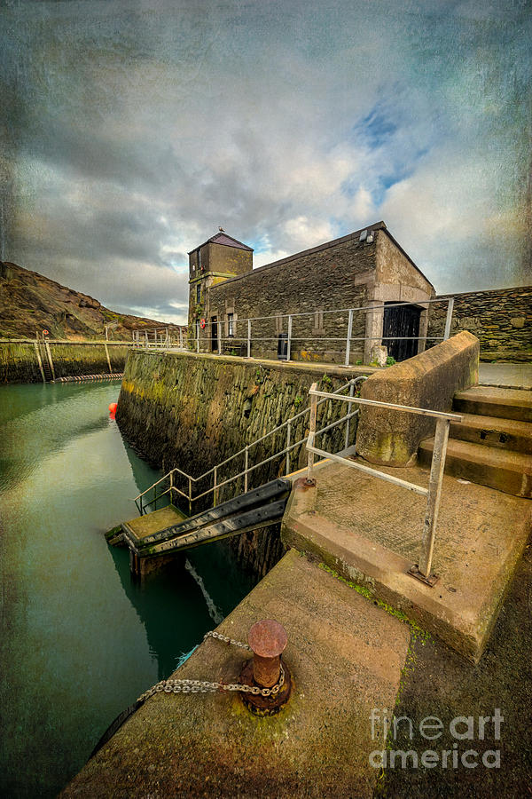 Amlwch Port Lighthouse V2 Photograph