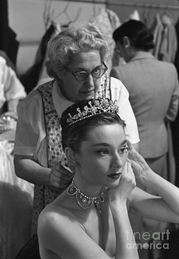 audrey hepburn preparing for a scene in roman holiday