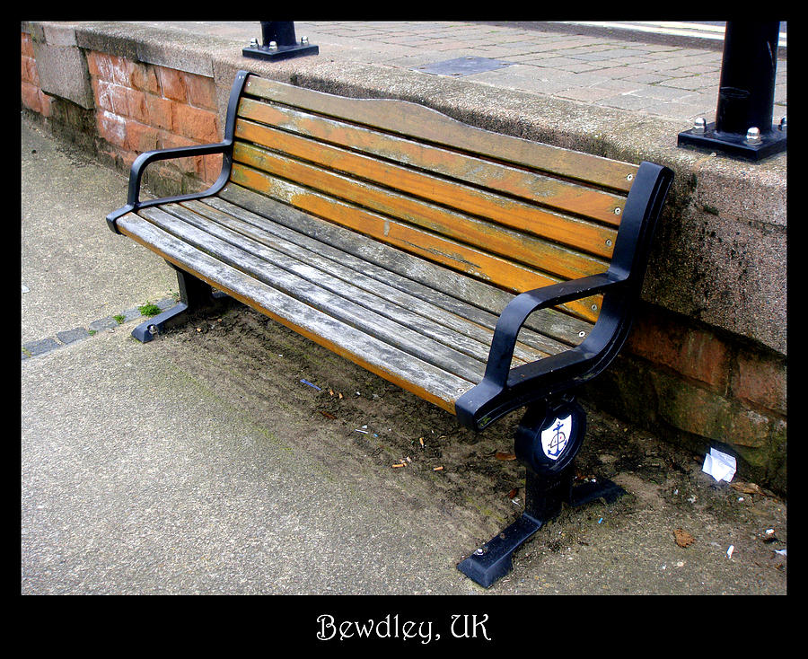 Bench Photograph - Bench 11 by Roberto Alamino