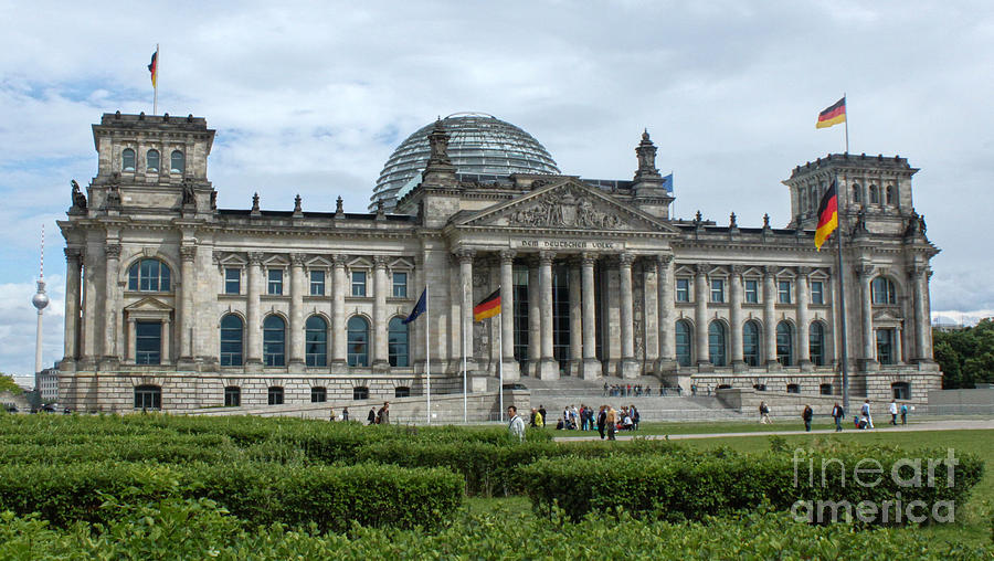 Berlin Photograph - Berlin - Reichstag Front by Gregory Dyer