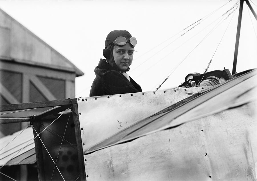 Bernetta Miller Photograph - Bernetta Miller, Us Aviator by Science Photo Library