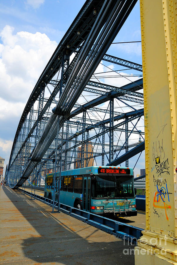 Bus Crossing The Smithfield Street Bridge Pittsburgh Pennsylvania Photograph