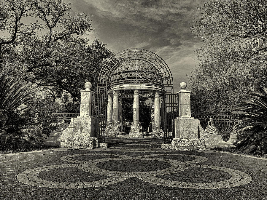 Cancer Survivors Plaza Black And White Photograph