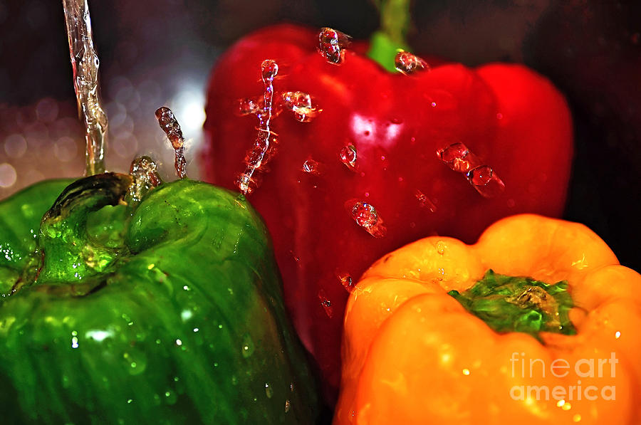 Photography Photograph - Capsicum In The Wash by Kaye Menner
