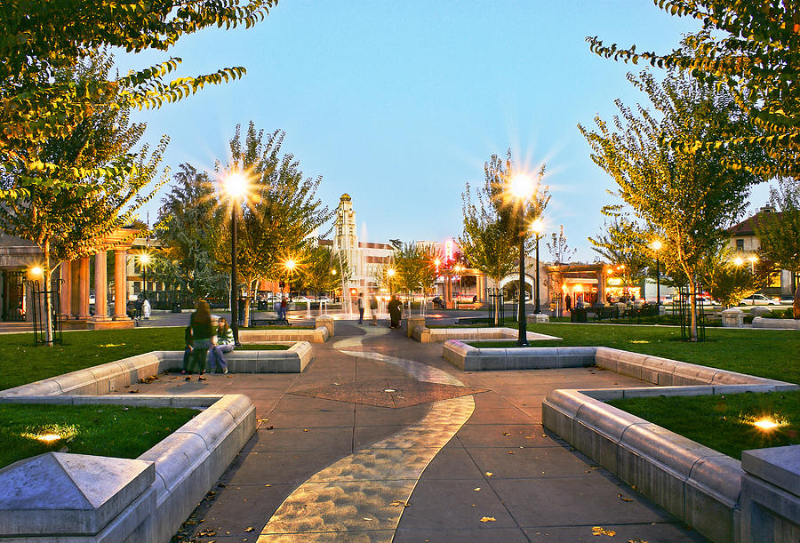 Chico City Plaza Horizontal Photograph By Abram House