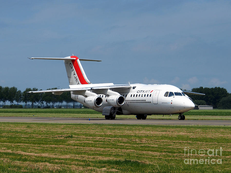 737 Photograph - Cityjet British Aerospace Avro Rj85 by Paul Fearn