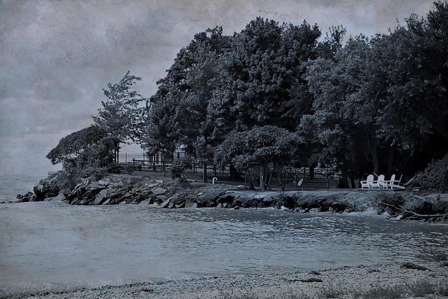 Coastal Living On Lake Erie Photograph - Coastal Living On Lake Erie by Dan Sproul
