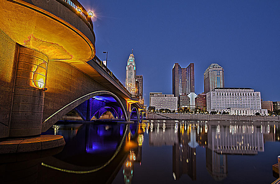 Columbus ohio broad street bridge - downtown lights on river - hdr