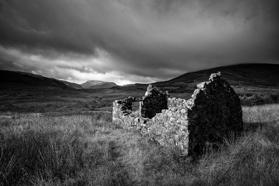 Crofters Cottage Photograph - Crofters Cottage Ruin by Dave Bowman