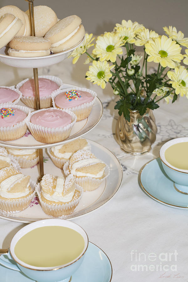 Cuppa And Cake by Linda Lees
