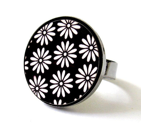 Daisies In Black And White Ring Jewelry