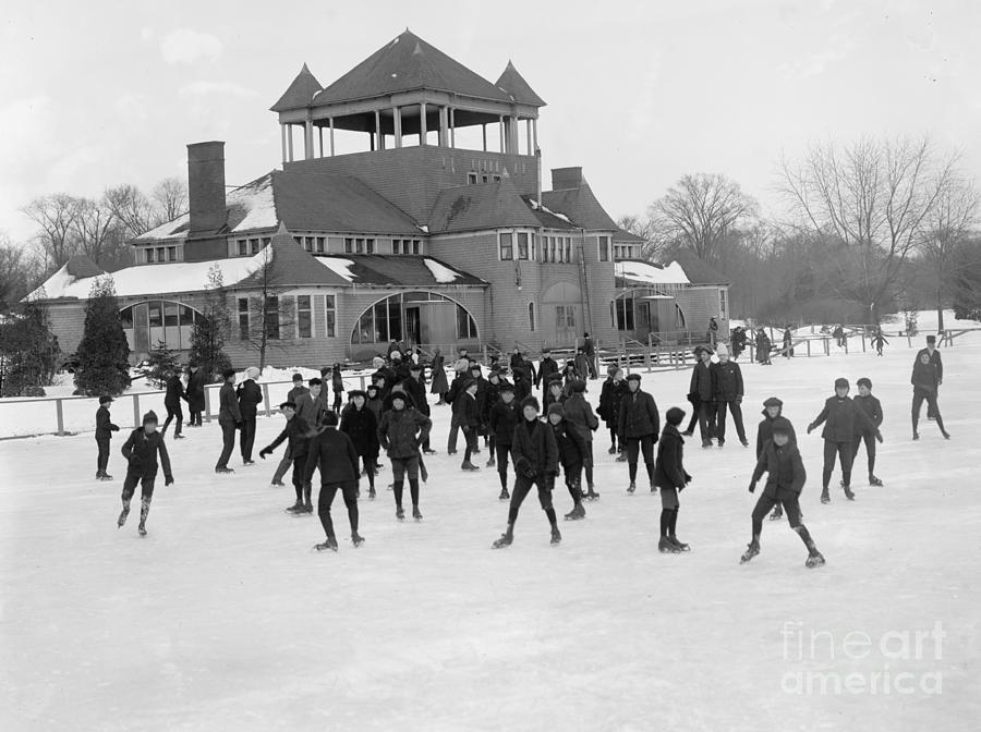 Detroit Michigan Skating At Belle Isle Photograph