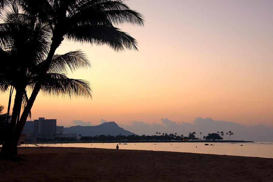 Diamond Head Sunrise Honolulu Oahu Hawaii Beach Seascape Photograph - Diamond Head Sunrise - Honolulu Hawaii by Brian Harig