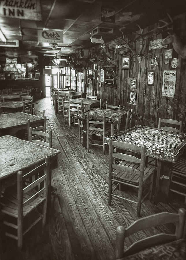 Dixie Chicken Interior Photograph
