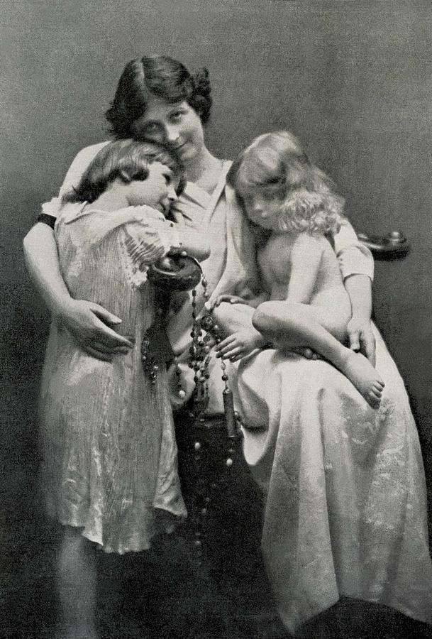 Duncan, Isadora 1878-1927. Portrait Photograph