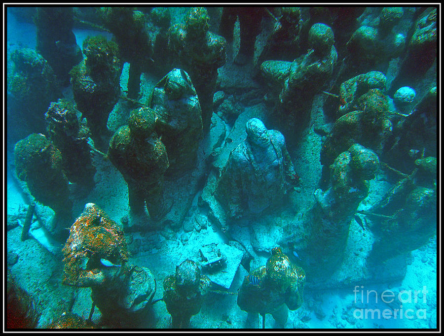 Estatuas Submarinas Photograph