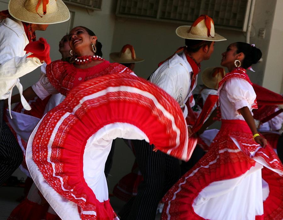 Dancers Photograph - Fiesta De Los Mariachis by Joe Kozlowski