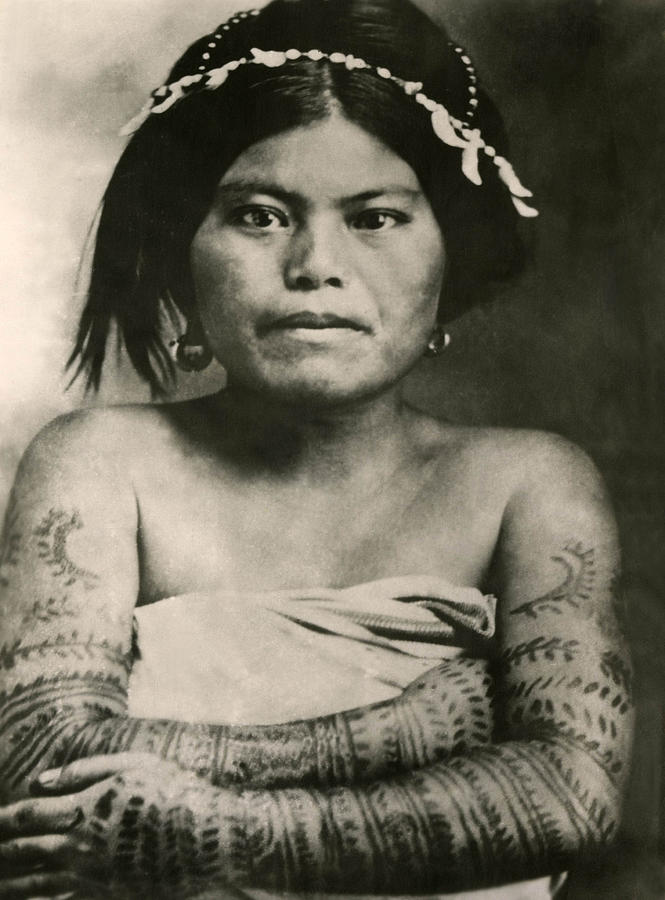 tattoos in the 1800s Vintage photos from the late 1800s or early 1900s turn-of-the-century tattoos victorian tattooed woman early sailor tattoos.
