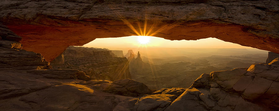 Mesa Arch Photograph - First Rays by Andrew Soundarajan