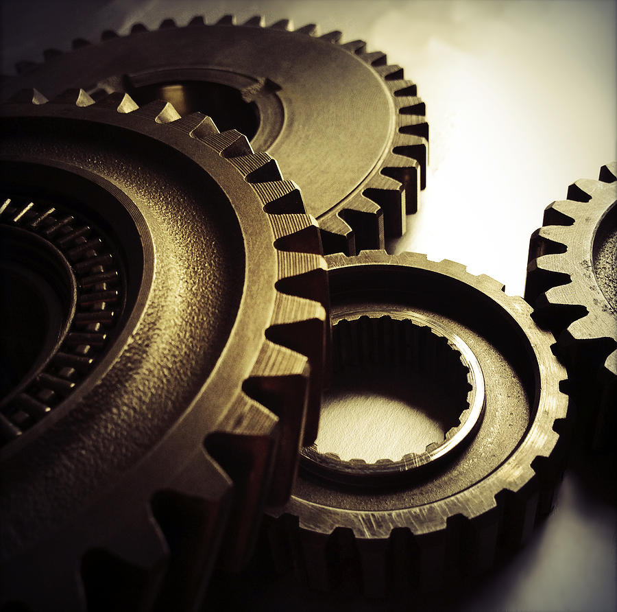Gearing Photograph - Gears by Les Cunliffe