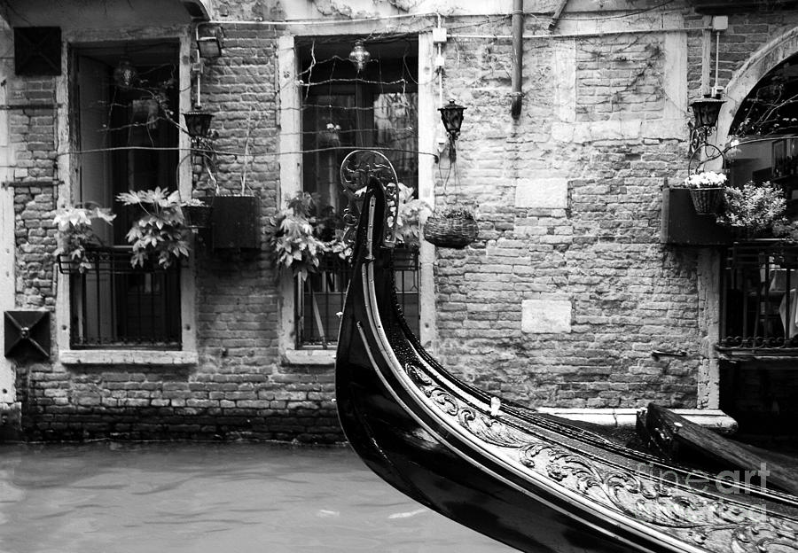 Cityscapes Photograph - Gondola In Venice Bw by Mel Steinhauer
