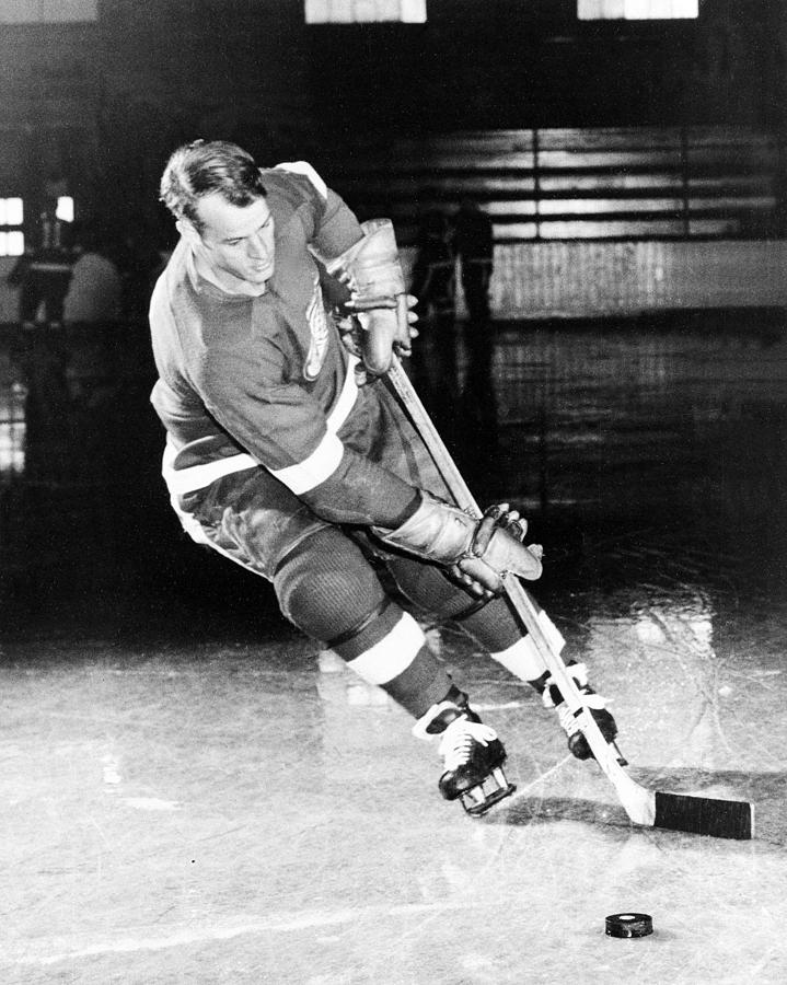 Gordie Howe Skating With The Puck Photograph