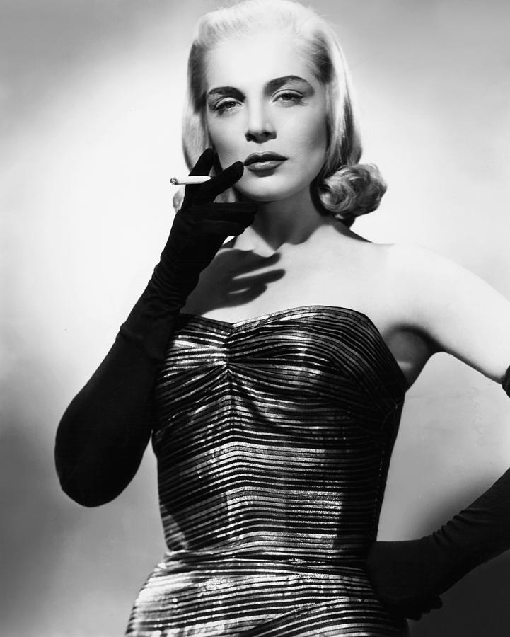 i-walk-alone-lizabeth-scott-1948-everett.jpg