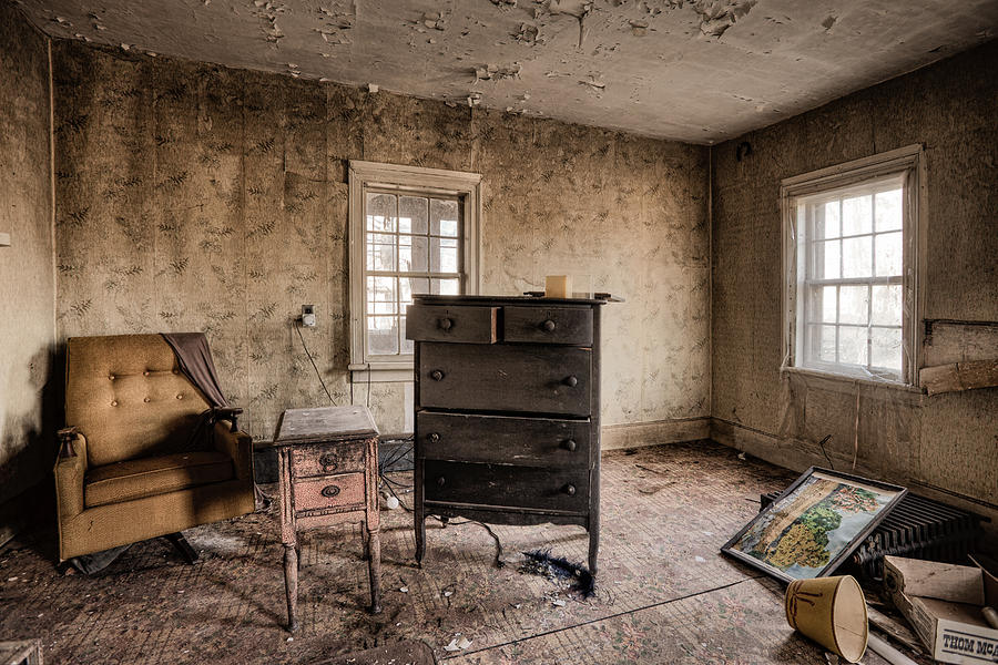 http://images.fineartamerica.com/images-medium-large-5/inside-abandoned-house-photos-old-room-life-long-gone-gary-heller.jpg