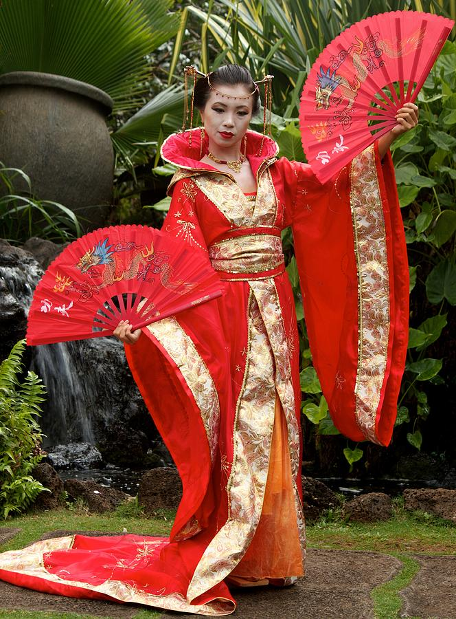 Japanese Lady With Fan Digital Art