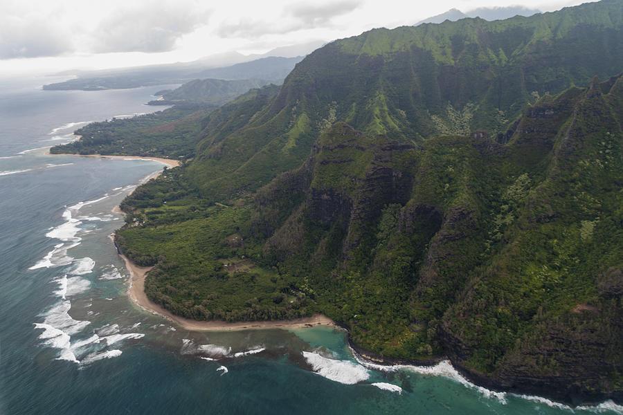 Kee Beach Na Pali Coast Pacific Ocean Kauai Island Hawaii Seascape Photograph - Kee Beach Along The Na Pali Coast - Kauai Hawaii by Brian Harig