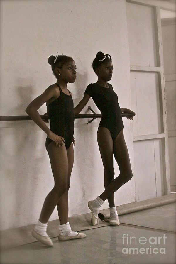 Las Bailarinas Photograph
