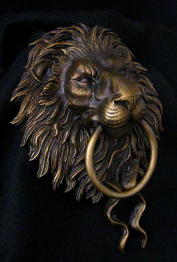 Share - Lion face door knocker ...