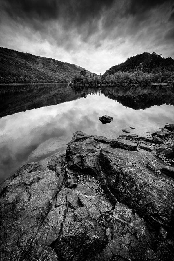 Loch Beinn A Mheadhoin Photograph - Loch Beinn A Mheadhoin by Dave Bowman
