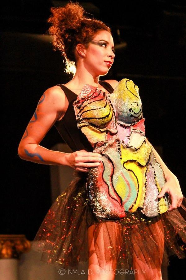 Figurative Sculpture - Magic Body Mask by Dedo Cristina