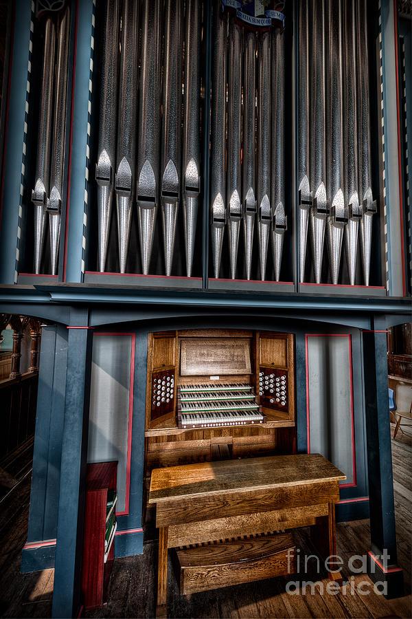 Manual Pipe Organ Photograph